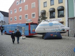 Ostermarkt mit Autoschau in Kelheim
